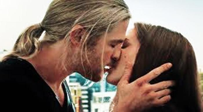 thor kissing jane foster